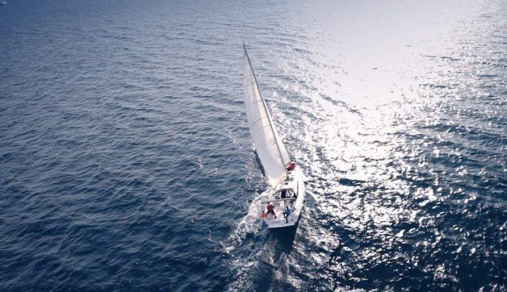 Tani czarter jachtów na Mazurach – czy warto?