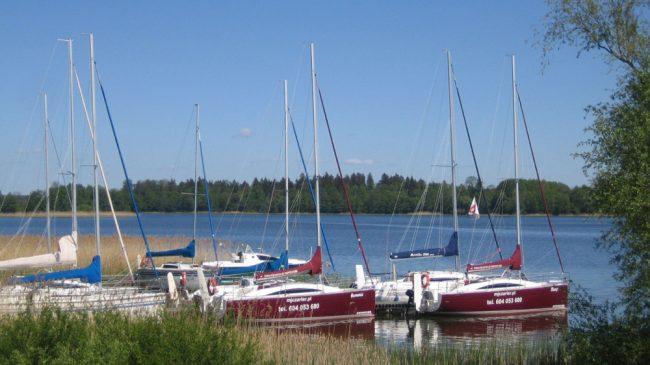 czarter_jachtu_port_w_prazmowie_spokojona_przystan-3-1000x562