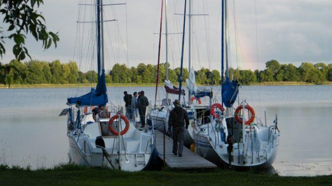 czarter_jachtu_port_w_prazmowie_zaloga-1000x562
